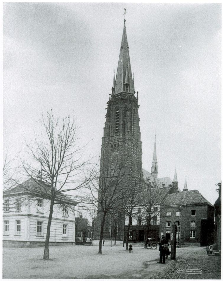 Kirche mit altem Rathaus