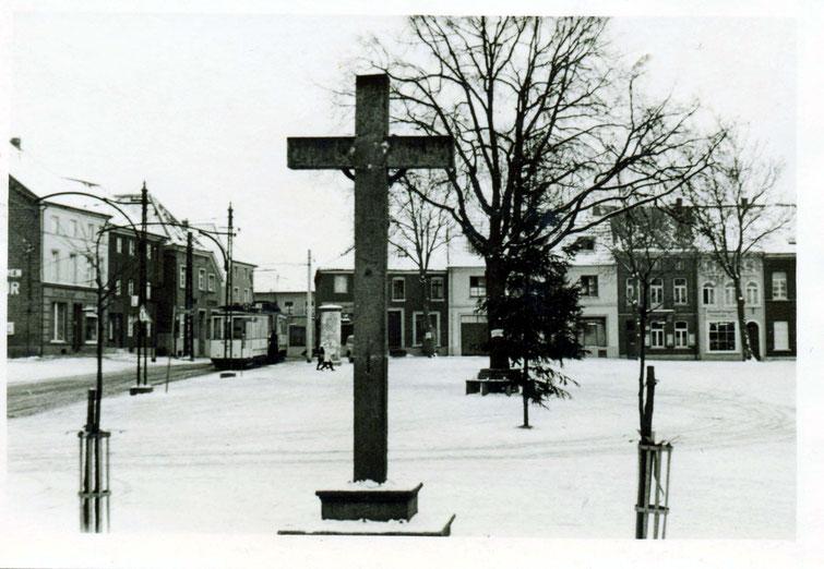 Markt, Kreuz und Straßenbahn