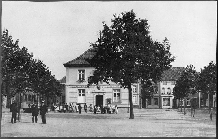 Markt, Altes Rathaus, Straßenbahn