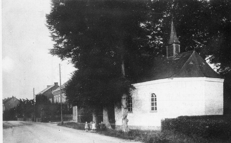 Rochus-Kapelle unter Bäumen