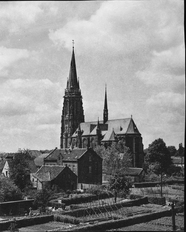 Kirche und alte Schule
