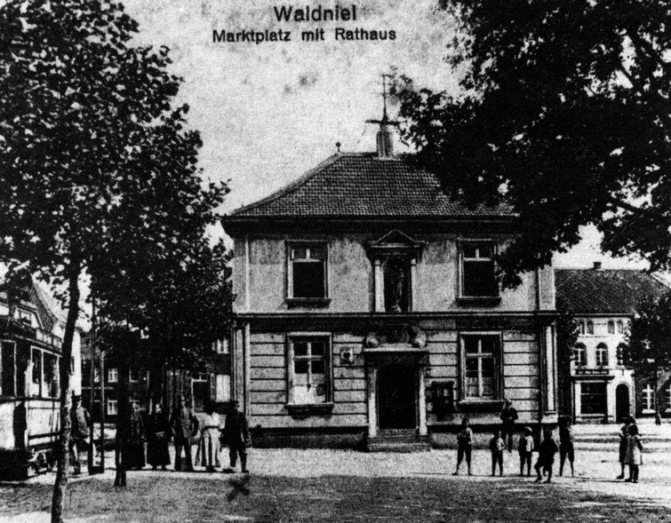 Altes Rathaus, Straßenbahn