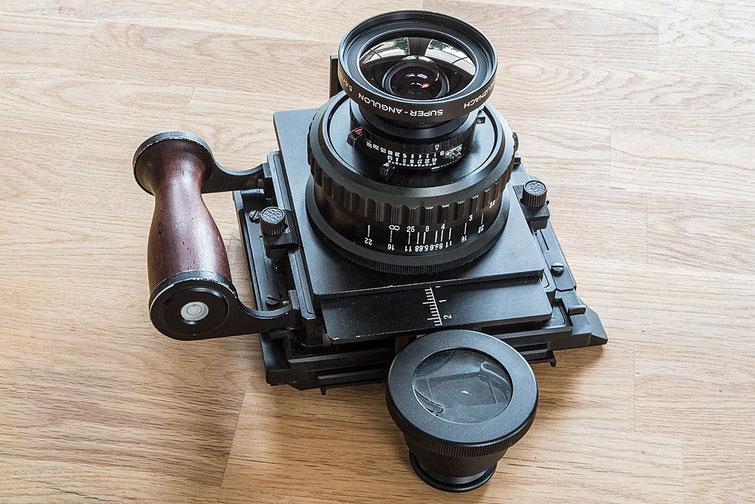 Erfahrungsbericht GAOERSI 4x5 Großformatkamera, Ansicht mit Aufstecksucher und 75mm Super-Angulon. Foto: bonnescape.de