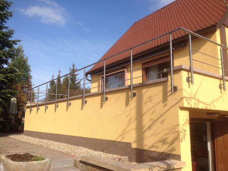 Terrassengeländer aus Stahl lackiert und Edelstahl, geschliffen