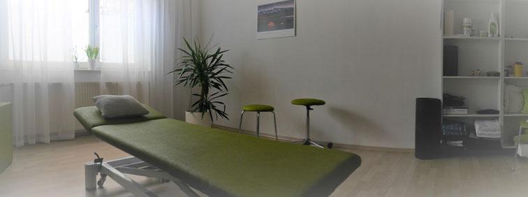 Therapieraum der Praxis für Osteopathie Michael Tölk: Behandlung von Kiefergelenk (CMD), Schwindel / Vertigo, Tinnitus, Bandscheiben-Vorfall, Ischialgie, Kopfschmerzen, Verdauungsstörungen
