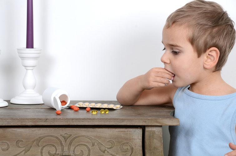 Kleinkind schluckt Pillen vom Nachttisch der Eltern; Kurtz Detektei Hamburg