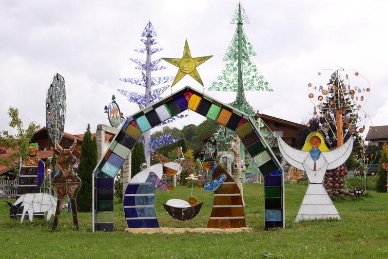 Bunt und originell sind die Objekte aus der Glashütte Glasscherben Köck im Bayerischen Wald.