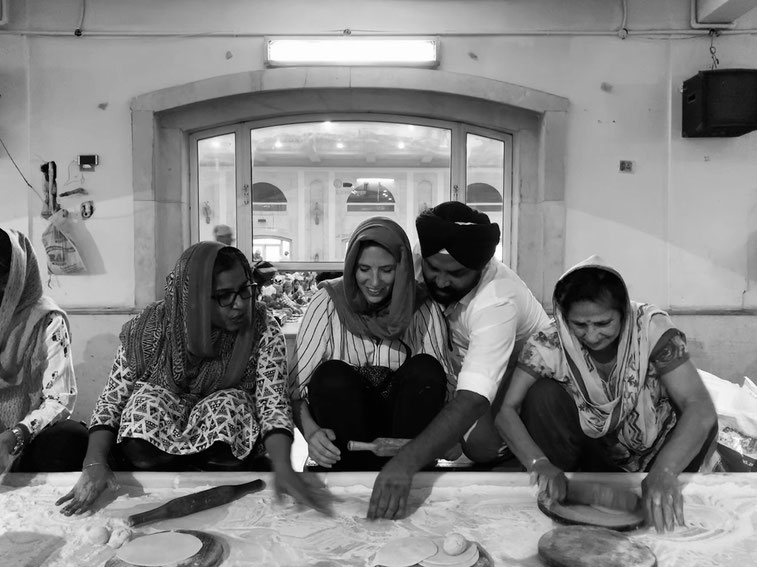 Chapati making in Gurudwara Bangla Sahib