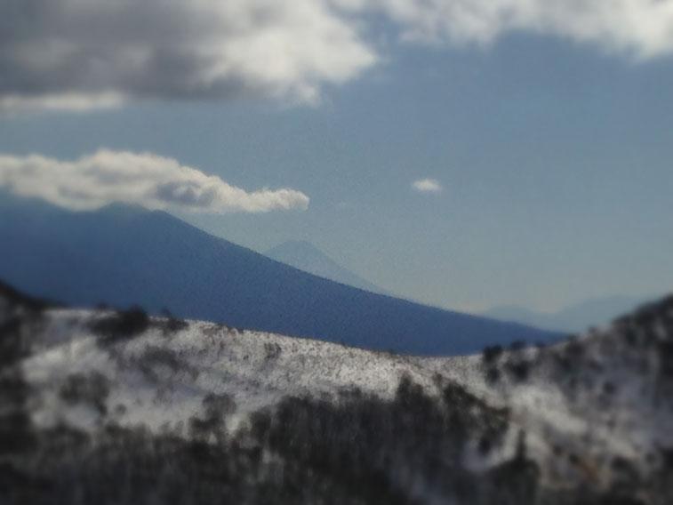 富士山をズームアップした写真。肉眼だともっとくっきりなのですが、、(この直後、寒さでiPhoneが気絶)