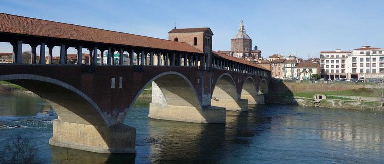 der Ticino und die Ponte Coperto in Pavia