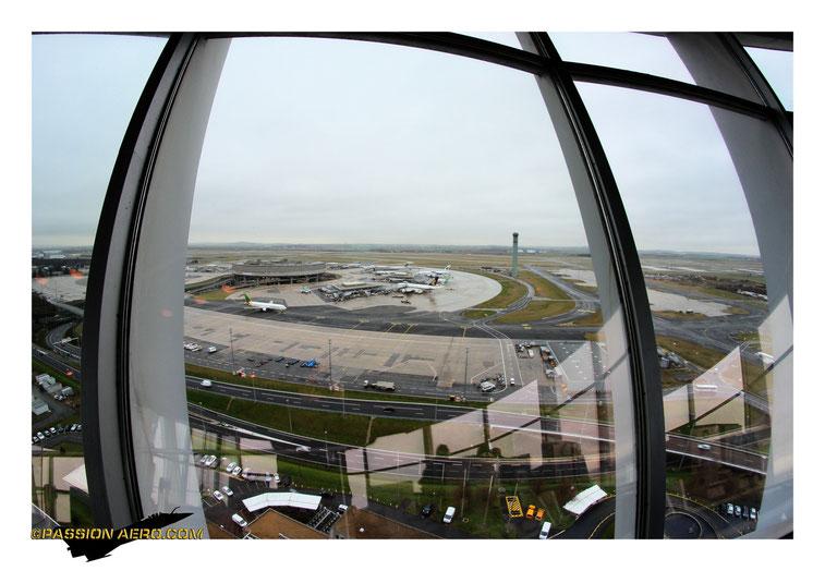 Vue sur le Terminale 1 et la tour Nord