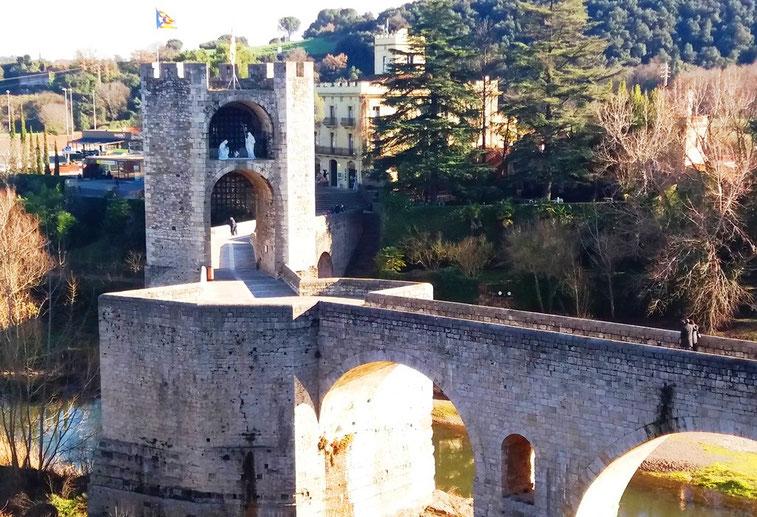 Романский мост в Бесалу