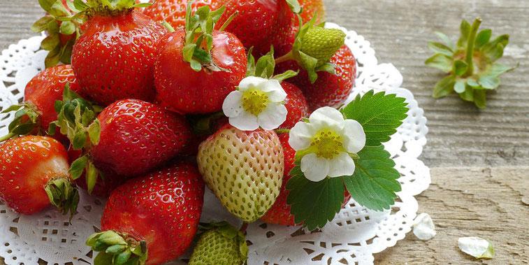 Erdbeeren, Erdbeeren gesund, Erdbeere nuss, Erdbeer, Erdbeeren Kalorien, Kalorien Erdbeeren, Erdbeeren nährwerte, Erdbeer dessert, Erdbeer rezepte, Paleo, Paleo Diät, Paleo Ernährung, Paleo Rezepte, Paleo Lebensmittel, Steinzeitdiät, vegetarische Gerichte