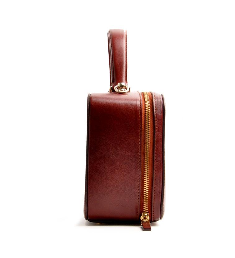 """Ledertasche """"VIRGENIE"""" Vintage-Look Ledertasche Dirndltasche Trachtentasche versandkostenfrei kaufen. Farbe braun OWA TRACHT Seitenansicht  Online-Shop"""