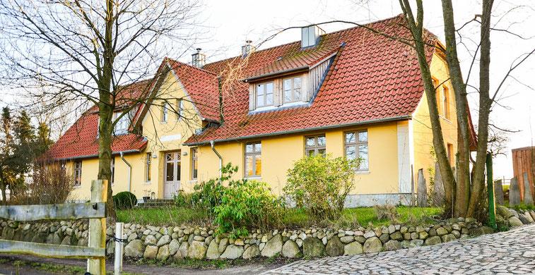 Blick auf unser Haus mit der Ferienwohnung Möschl in der Holsteinischen Schweiz in Schleswig Holstein