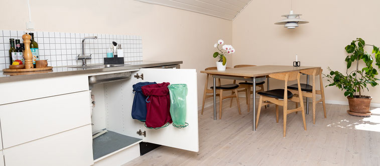 Topmoderne opgradering af det traditionelt køkken affaldsstativ. Affaldssorteringssystem Flower det bedste valg til dit køkken