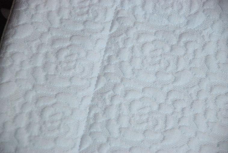 courtepointe couverture bébé jersey matelassé fleurs gouttes vlslc vallaosurlacolline