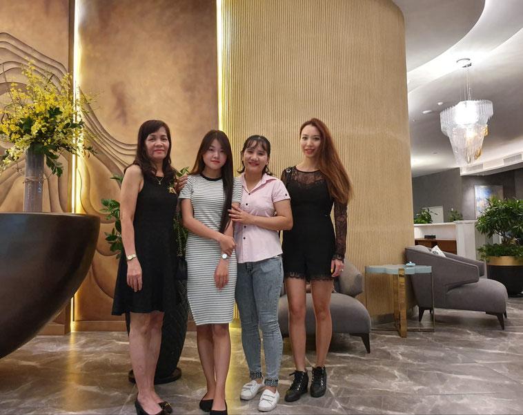 Linh (ganz rechts) mit ihren Mitarbeiterinnen