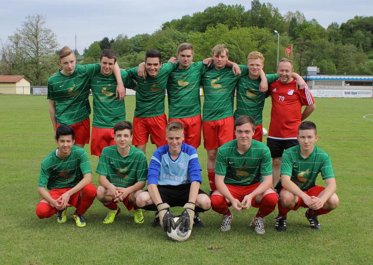 Mai 2015: Die U 19 der Saison 2014/15... das Spielgemeinschafts -Team Untersteinbach/Geusfeld/Großgressingen//Ebrach , mit Trainer Willi Keller
