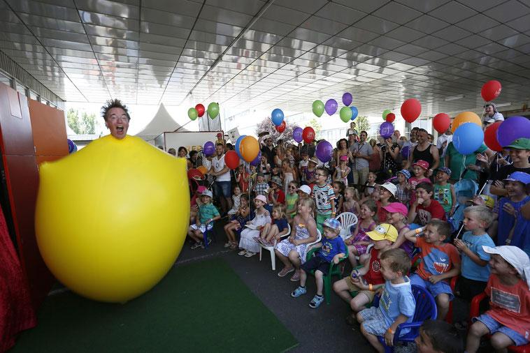 welcome-net Stuttgart, Eventmanagement, Großveranstaltung, Sindelfingen bei Stuttgart, Familienfest, Mitarbeiterfest, Clown bei Kinderfest, Luftballons