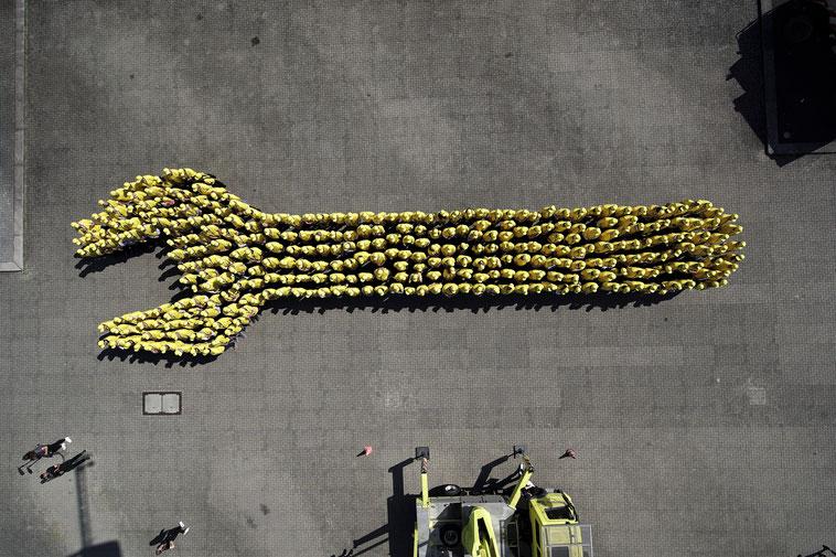 welcome-net, Event-Organisation Stuttgart, Guinness World Record, Werkzeug von Menschen geformt