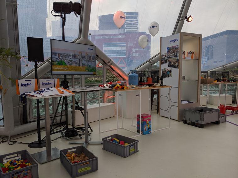 welcome-net Stuttgart, Full-Service-Agentur, Workshops, Straße aus Teppichboden, Arbeitsinseln