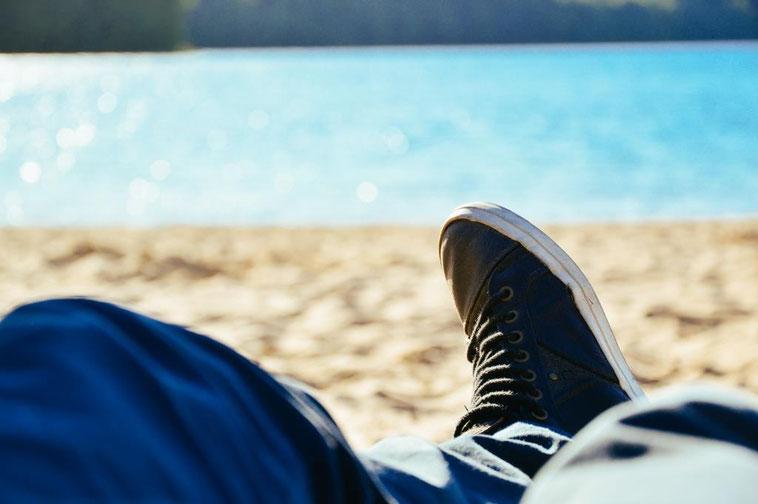 Faul am Strand liegen. Ist das in der Corona-Krise möglich?