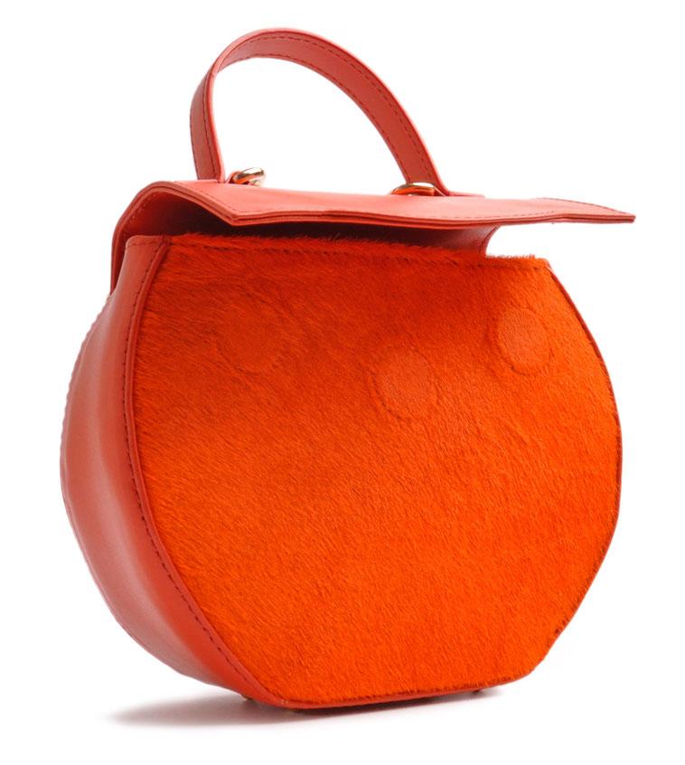 Hochwertig gefertigte Trachtentasche . Atelierarbeit OSTWAWLD Traditional Craft. Rindleder in orange