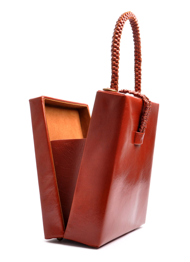 Tasche FLEUR Handarbeit aus unserem Atelier OSTWALD Traditional Craft