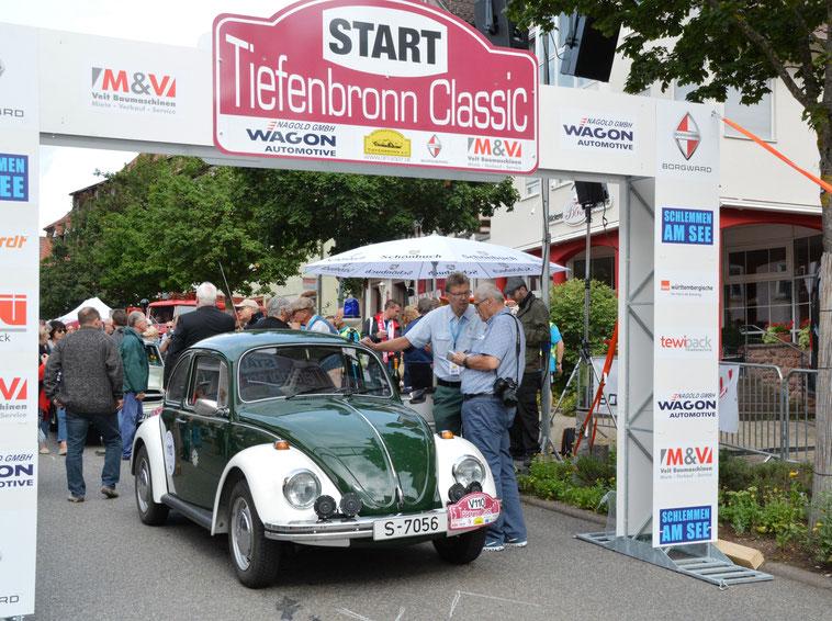 Polizei-Käfer als Führungsfahrzeug der Tiefenbronn Classic, Oldtimer Veranstaltungsservice