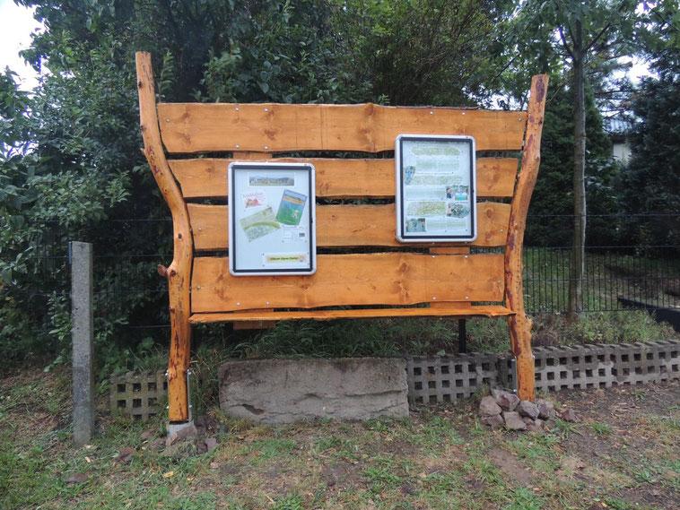 Das ist die neu errichtete Schautafel vom Klinzer Alpen Kurier.