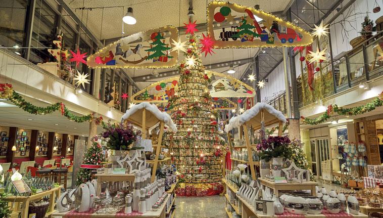 Weltweit der größte Christbaum aus Glas bei Joska in Bodenmais.