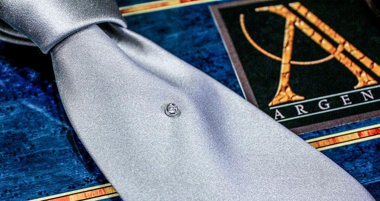 cravatta pura seta con diamante e oro 18 carati