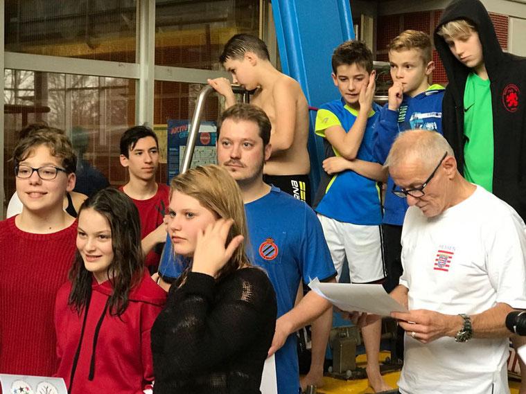 Foto: Oliver Großmann / zu sehen: Stefan Melms (HSV) und Jürgen Gräber (Staatliches Schulamt Wiesbaden) bei der Siegerehrung