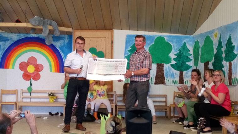 im Zuge der Cold Water Grill Challenge konnte die DJK-Happertshausen 250€ sammeln, welche an den Happertshäuser Kindergarten gespendet wurden