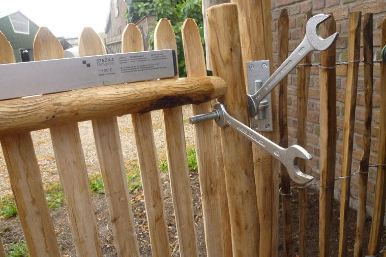 Einstellen des Tores mit der Wasserwaage