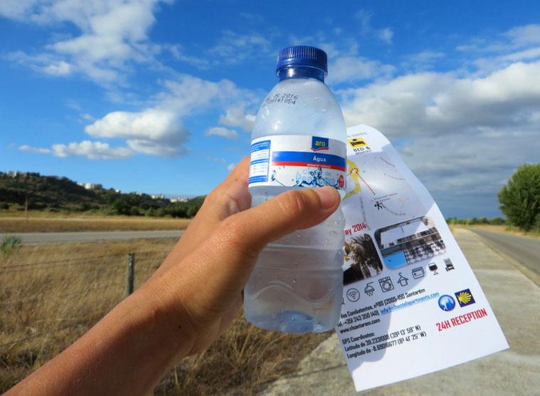 Dovana prie Santaremo - butelis vandens ir žemėlapis į piligrimų namus