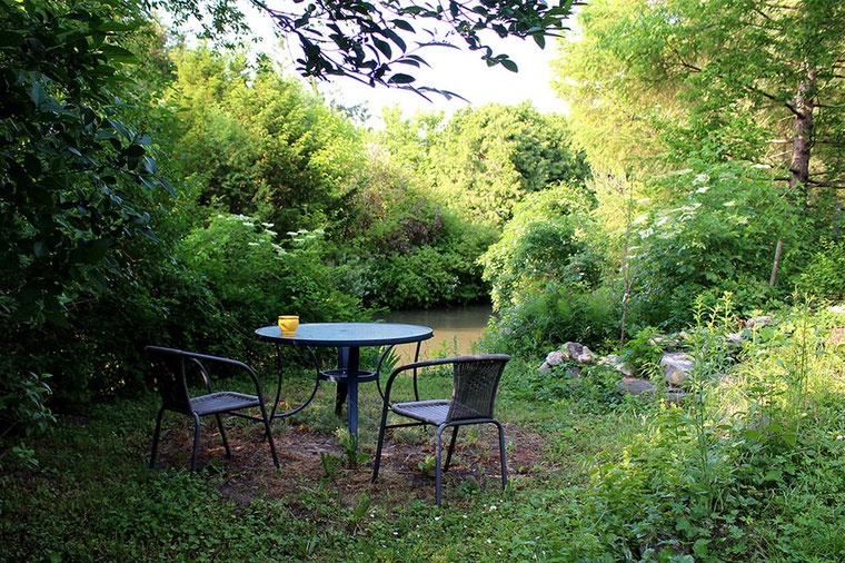 RIVERsideHOME, Bruckneudorf; guesthouse with nature garden