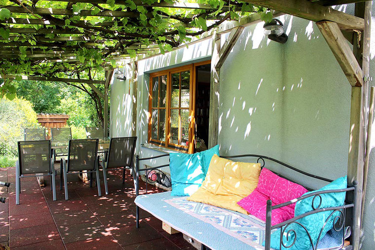 RIVERsideHOME, Bruckneudorf; guesthouse with nature garden, spring
