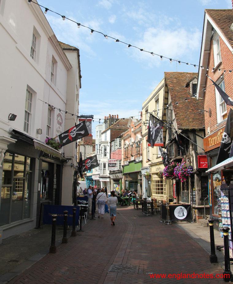 Sehenswürdigkeiten und Reisetipps Hastings, England: historische High Street von Hastings