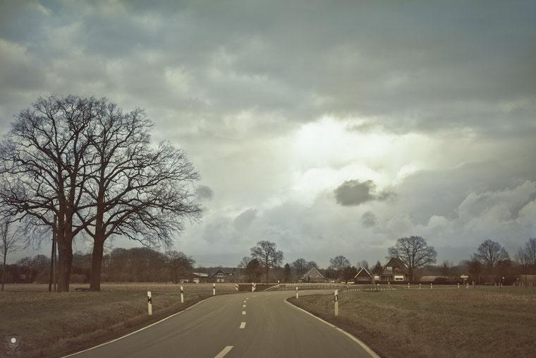 projekt flyinglandscape kreis steinfurt II| www.visovio.de fotografie und fotokunst | straße wolken wohinderwegunsführt surreal