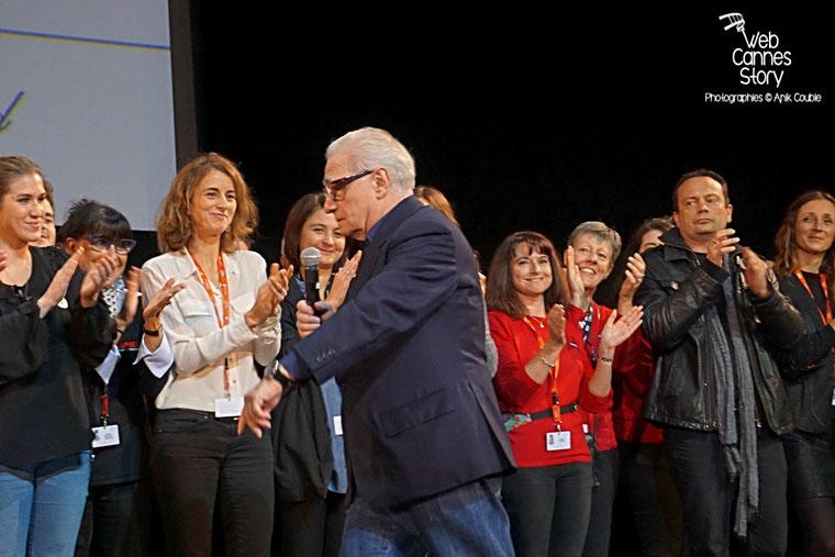 Arrivée de Martin Scorsese sur la scène de la Halle Tony Garnier - Clôture du Festival Lumière 2015 - Lyon  - Photo © Anik COUBLE