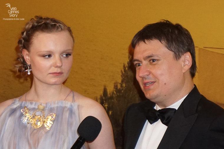 """Cristian Mungiu, Prix de la Mise en Scène, pour """"Baccalauréat"""",  en compagnie de son actrice - Festival de Cannes 2016 - Photo © Anik Couble"""