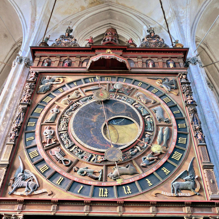 Astrologische Uhr in der Marienkirche, Rostock, Quelle Wikimedia Commons, Foto von Schiwago
