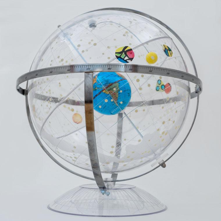 Astrologie - Himmelsglobus mit Planeten