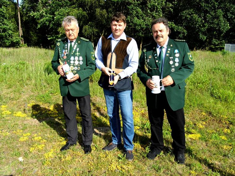 Gewinner von Wettkämpfen des 54. Povinzial-Schützenfestes des VPSB am 17. Juni 2017 in Torgelow. Rainer Klockow, René Hafenstein und Frank Hügelow.