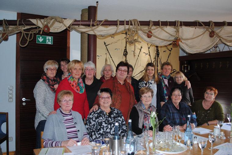 Unter der Leitung der 1. Vorsitzenden Ingrid Tienken arbeitete der erweiterte Vorstand des Landfrauenvereins Stotel das neue Programm für das Winterhalbjahr 2015/16 aus.