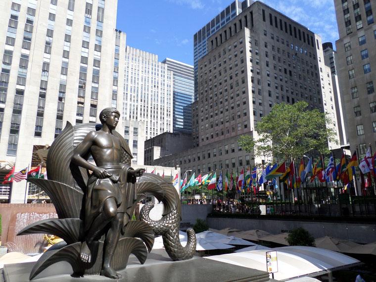 Statue devant le Rockfeller center