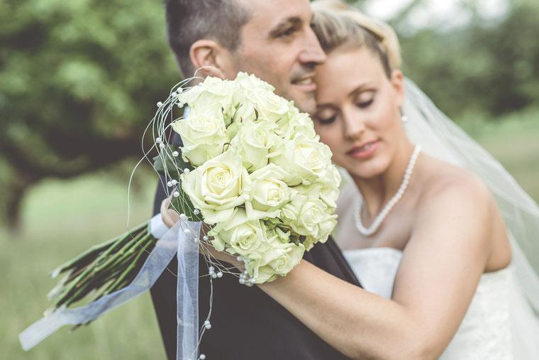 Hochzeitsfotograf Aschaffenburg, Brautpaar, Brautstrauß, Blumen, Braut, Breutigam