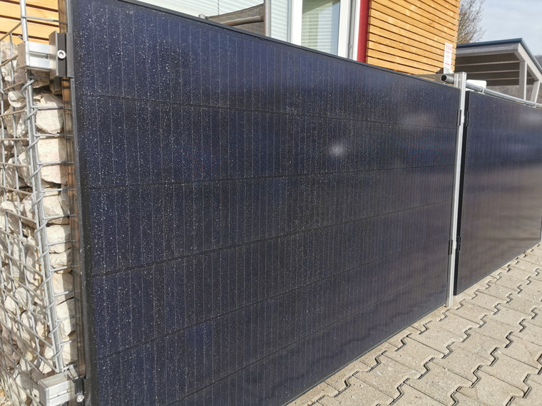 Saharastaub auf Photovoltaikmodulen der Firma iKratos (© iKratos)